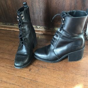 The Perfect 90s lace up boot